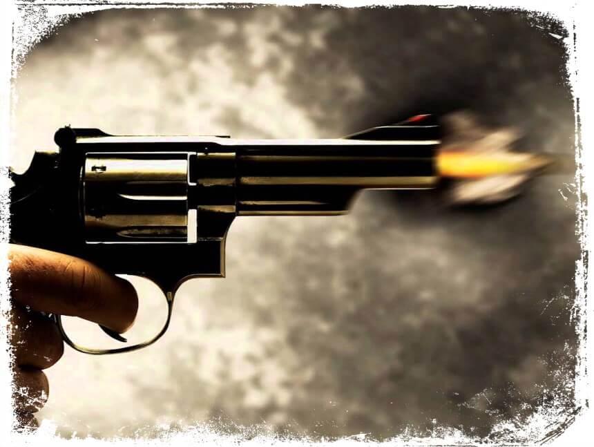 Sonhar que atirou em alguém com uma arma de fogo