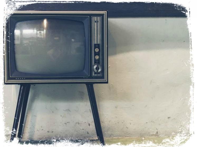 Sonhar com televisão velha
