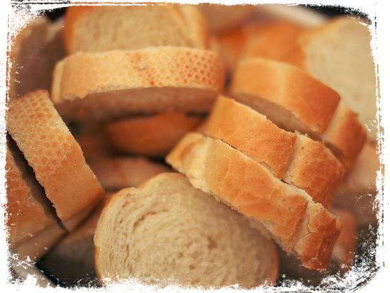 Sonhar que divide o pão (partilha)