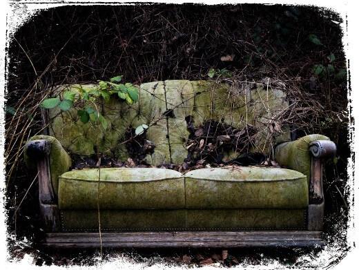 Sonhar com um sofá velho