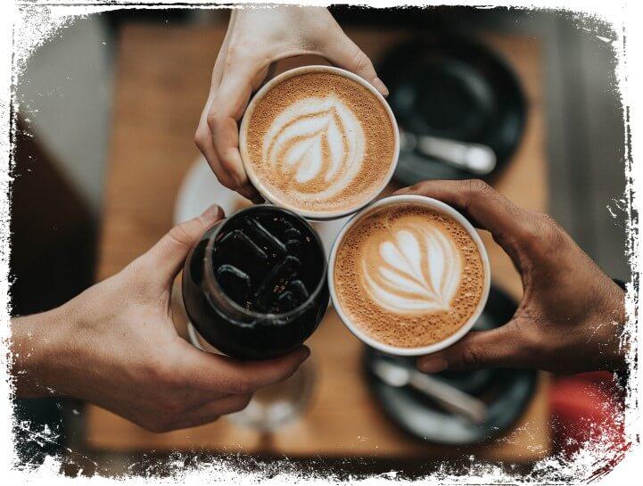 Sonhar bebendo café com amigos
