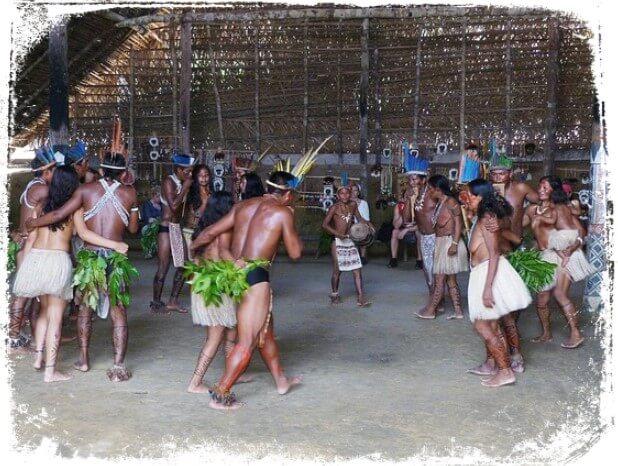 Sonhar com índio participando de um ritual