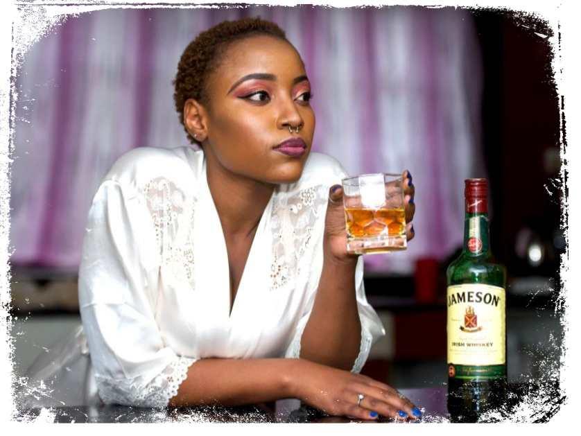 qual significado de garrafa de whisky