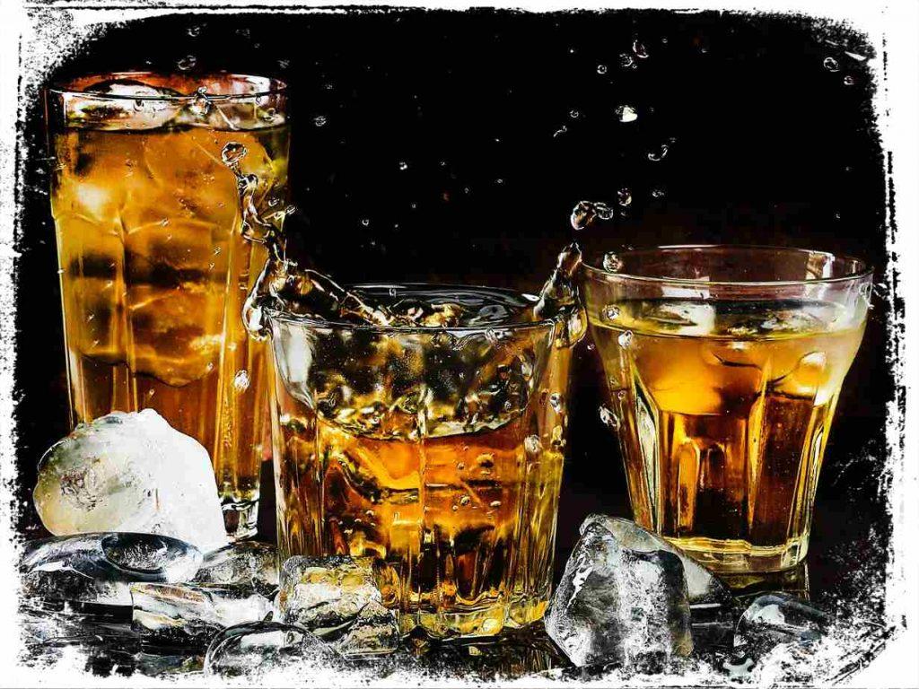sonhar servindo whisky e bom ou ruim
