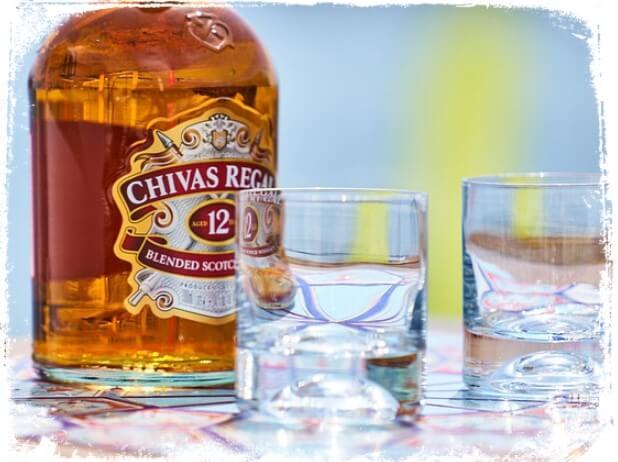 Sonhar com garrafa de whisky