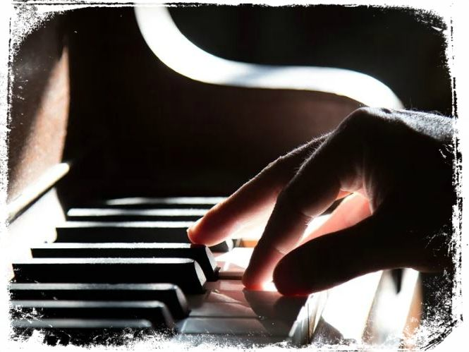sonhar dedilhando piano