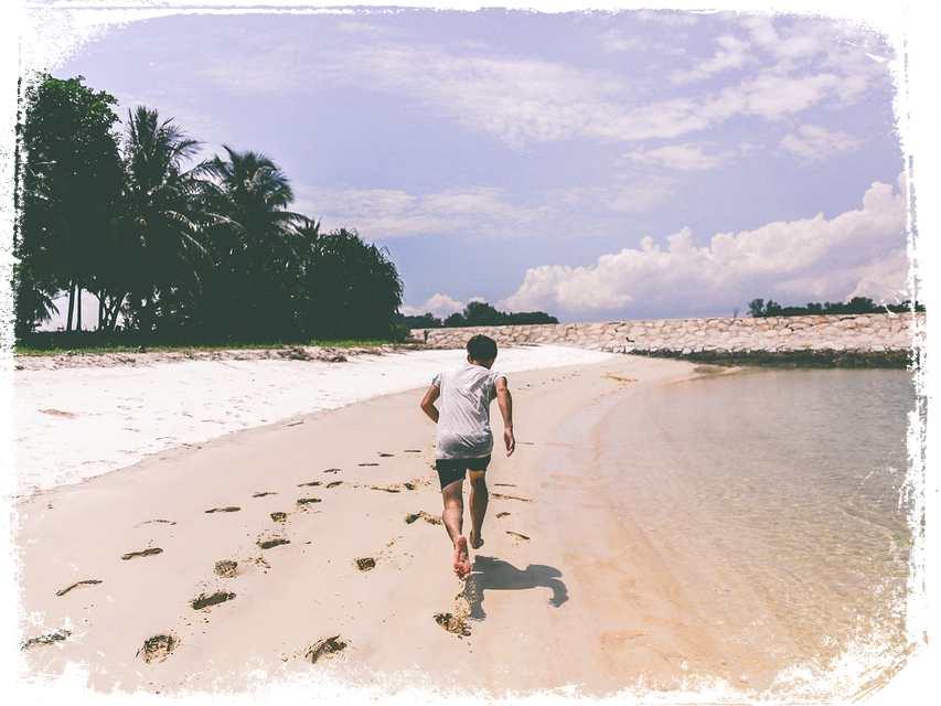 sonhei correndo descalco na praia