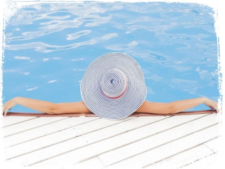 Sonhar que está nadando numa piscina