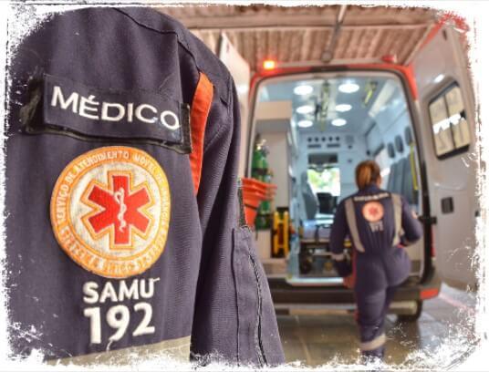 sonhar com ambulância atendendo pessoas na rua