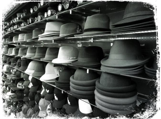 Sonhar com muitos chapéus