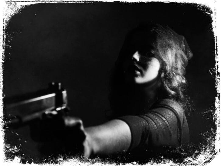 Sonhar que é ameaçado com arma e tiro