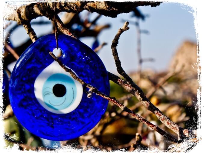 Sonhar com Olho Grego que quer dizer?