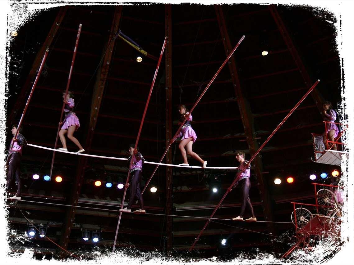 Sonhar com circo com acrobatas