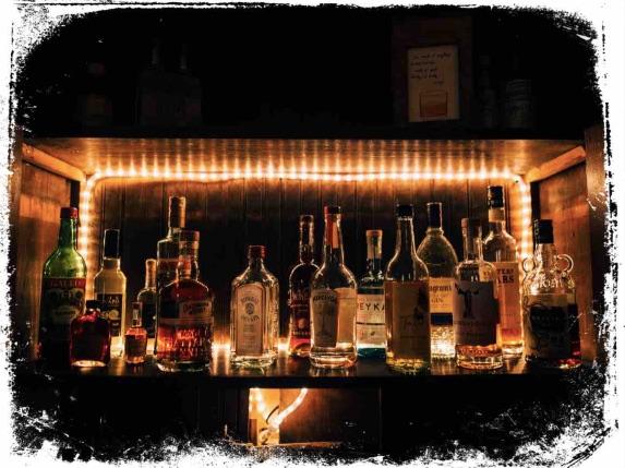 Bar e bebida alcoólica em sonho