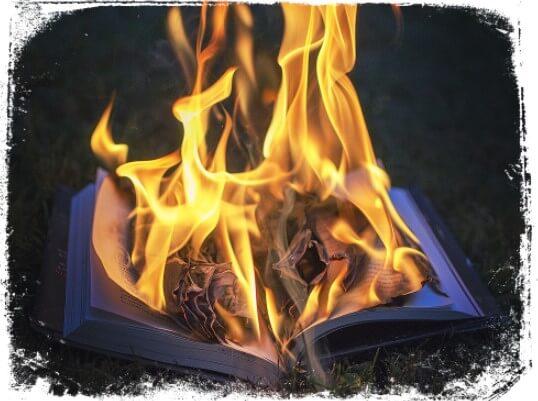 sonhei com bíblia em chamas