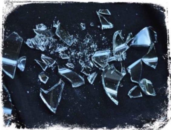 O que significa sonhar com copo quebrado na mão
