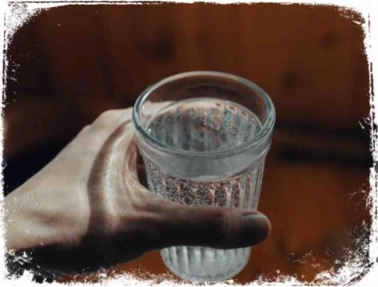O que significa sonhar que bebe algo num copo