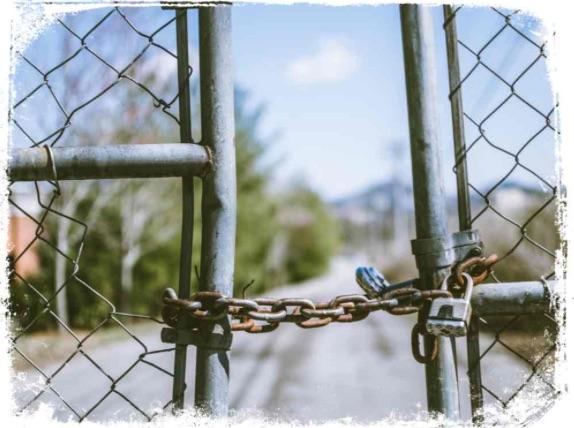 Qual o significado de sonhar que é proibido entrar em um terreno
