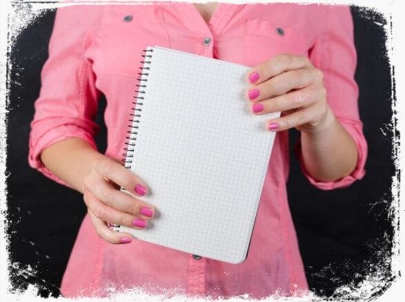 Sonhar que segura um caderno