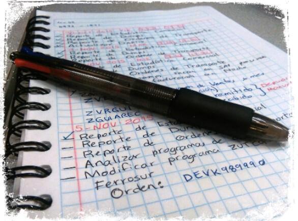 Sonhar com folha de caderno escrita