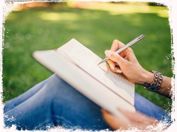 Sonhar escrevendo em um caderno