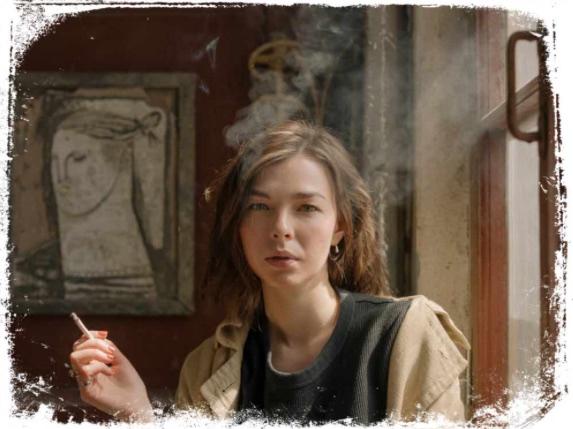 Qual o significado de irmã fumando em sonho