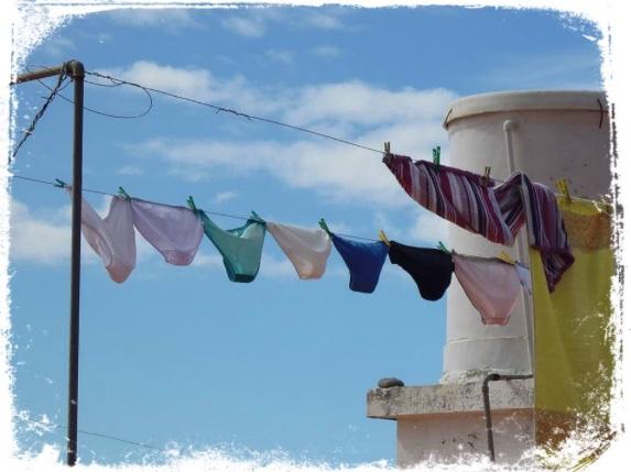 O que significa sonhar estendendo roupas íntimas no varal