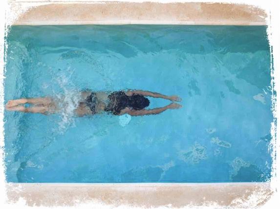 Qual o significado de mergulhar em piscina no sonho