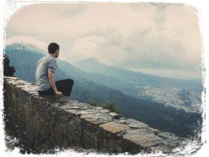 Significado de ficar em cima do muro em sonho